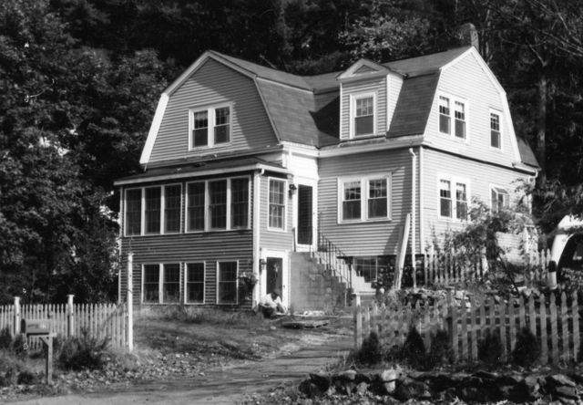 1999 photograph of 225 North Avenue, 1 of 3 houses built for organ factory workers